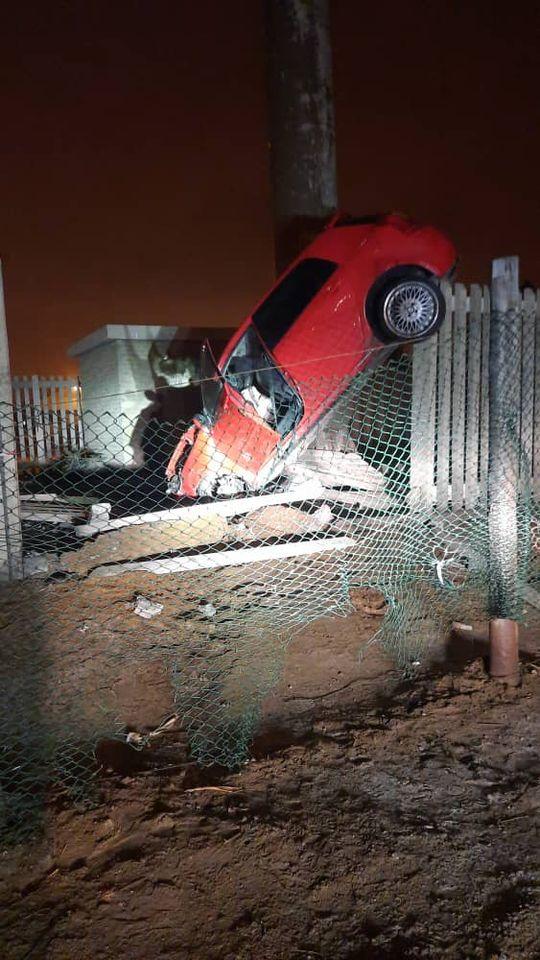 Driver run crash Namibian Police Walvis Bay driver crashing fenced
