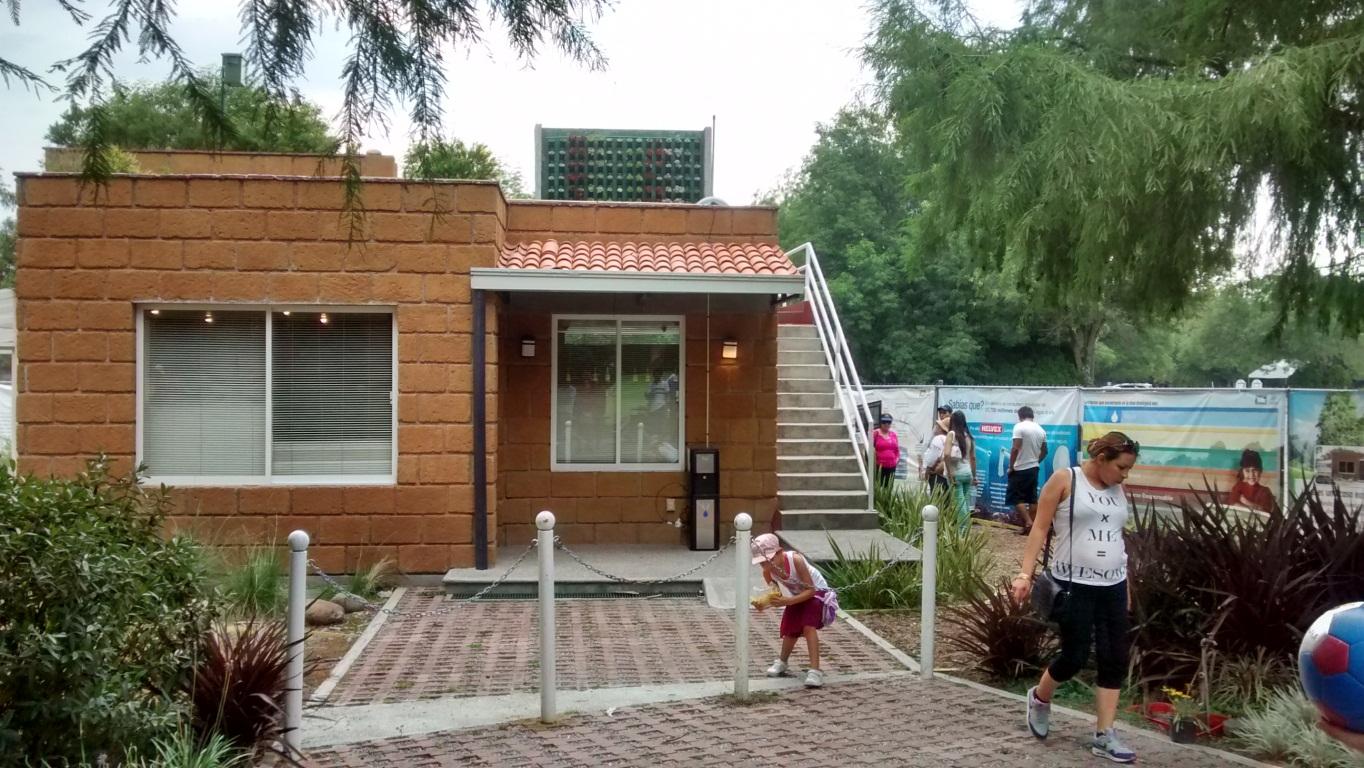 Recorrido por la Casa Ecolgica Urbana en Xochitla