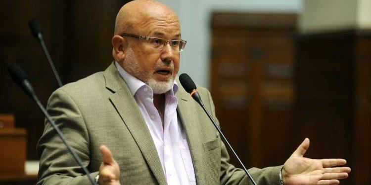 """Carlos Bruce considera que adelanto de elecciones """"no resuelve nada"""""""