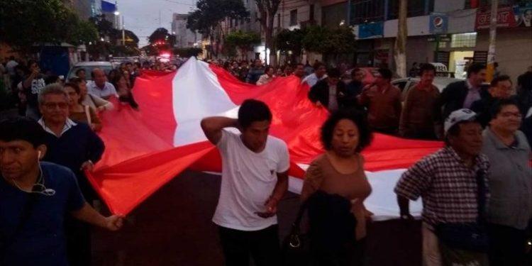 Chiclayanos tomaron las calles tras el anuncio de Martín Vizcarra