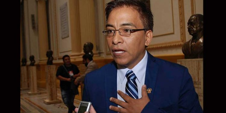 Pleno del Congreso aprobó suspender por 120 días a Roberto Vieira