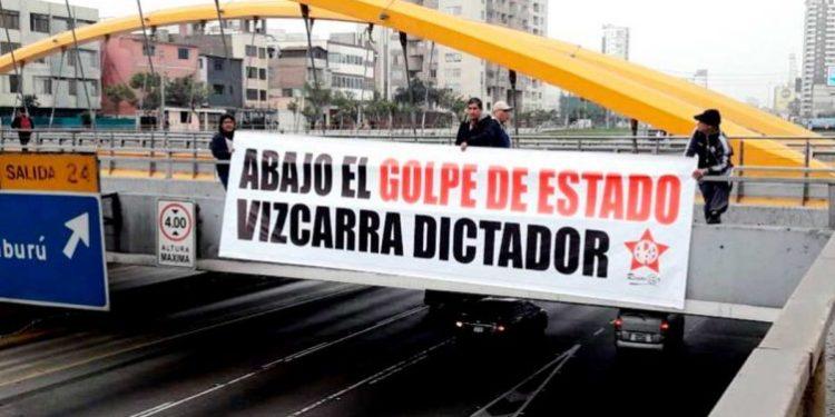 Apristas protestaron contra la disolución del Congreso y llaman dictador a Martín Vizcarra