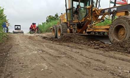 Prefectura retoma mantenimiento en red vial de la parroquia Monterrey