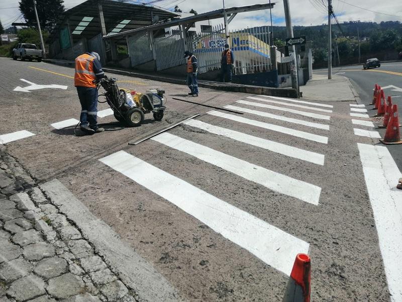 La Epmmop trabaja día y noche para brindar seguridad vial
