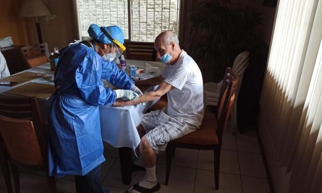 Pacientes de grupos vulnerables reciben atención integral durante la pandemia