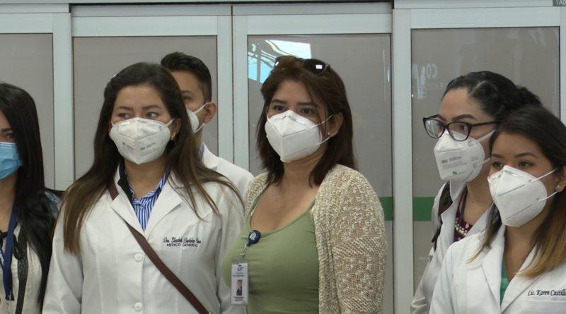 Llegó a Quito personal médico de Guayaquil para lucha contra Covid-19