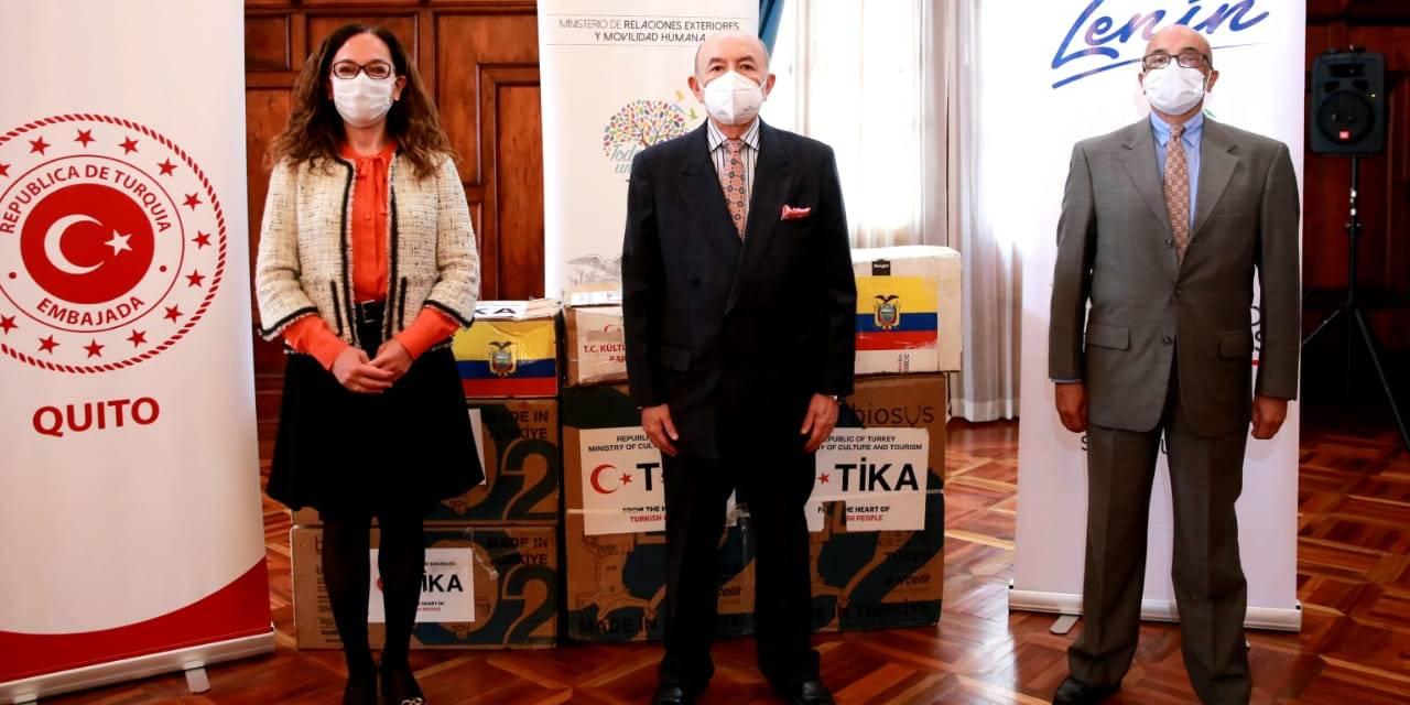 Ecuador recibe ventiladores y cámaras térmicas donadas por Turquía para pacientes con covid-19