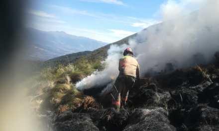 Dos incendios forestales de magnitud afectan Malchinguí y el volcán Imbabura