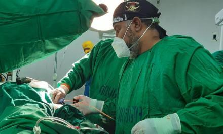 Intervención mínimamente invasiva para eliminar cálculos renales de gran volumen