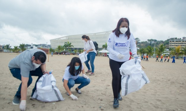 """Las playas del Ecuador lucen limpias tras la minga como parte de la campaña """"Tu basura no es parte del paisaje"""""""