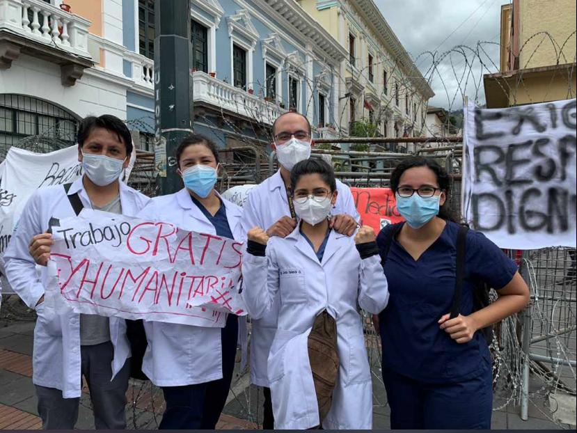 Médicos posgradistas se manifiestan para exigir sus derechos