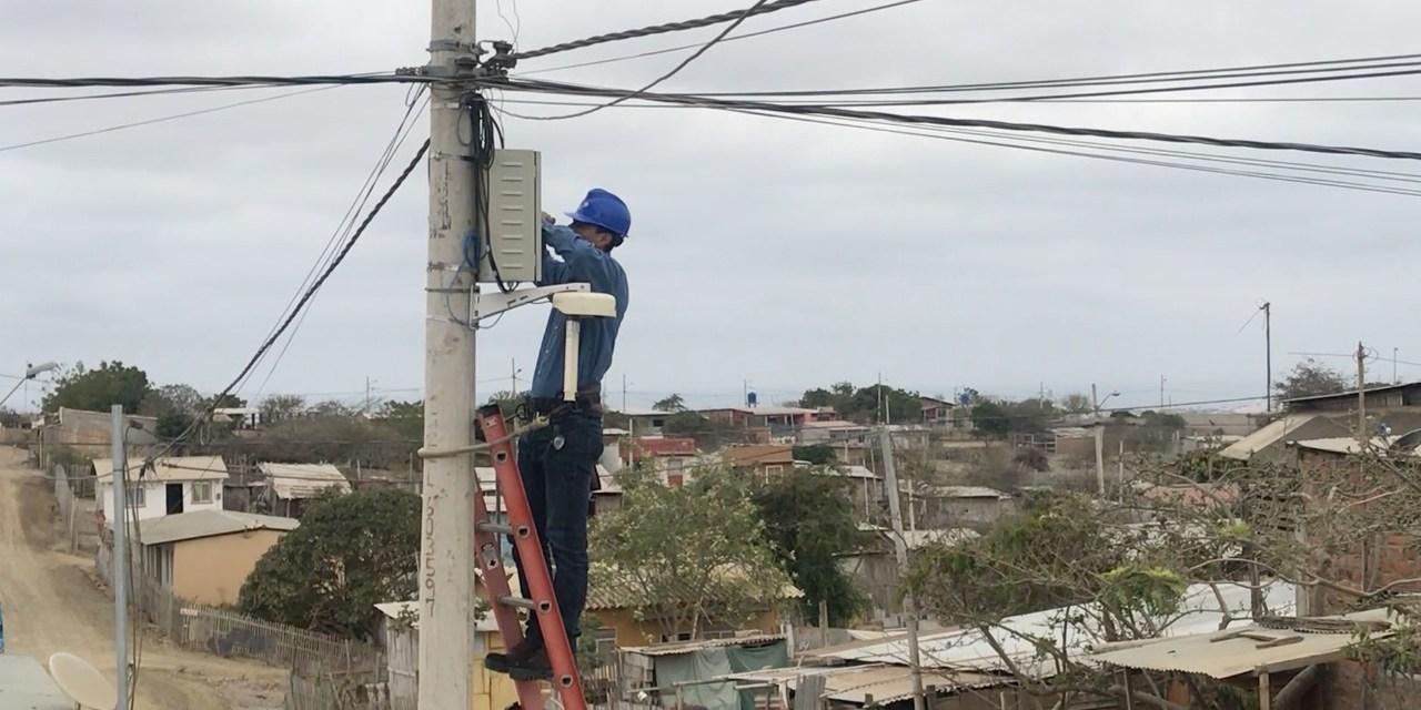 2.584 estudiantes en Manta se beneficiarán con la iniciativa Conectando Comunidades