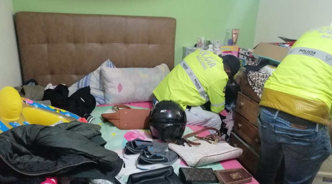 En Calderón se realizó el allanamiento de domicilio de presuntos autores de asalto a una pizzería
