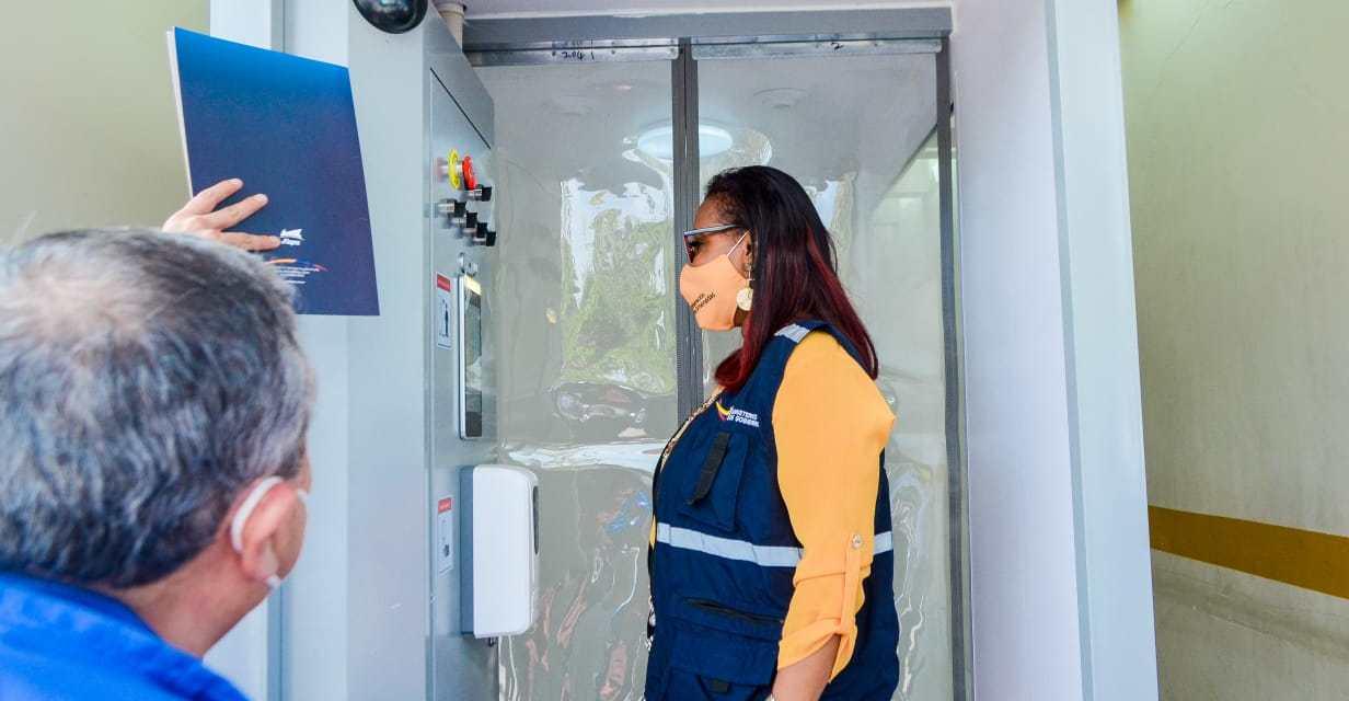 En Esmeraldas se instalaron cabinas de desinfección inteligente