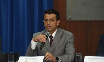 El Ministro de Gobierno anuncia que seguirá entregando a Fiscalía las evidencias de la estafa al Isspol