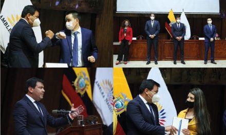 Jóvenes de los sectores más vulnerables del Ecuador reciben tablets