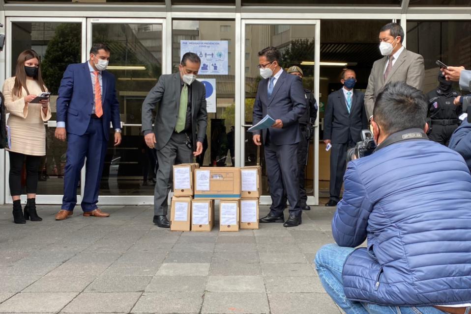 """Defensoría del Pueblo acusa de supuesta """"lesa humanidad"""" a presidente Moreno"""