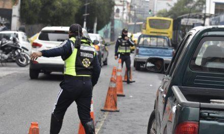 Desde este viernes 16 de abril la restricción vehicular rige desde las 20h00 hasta 05h00