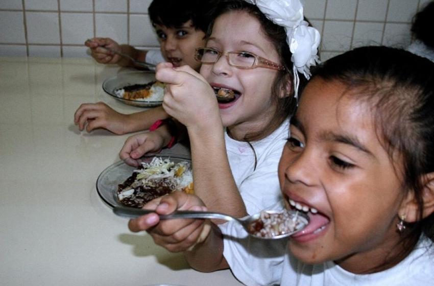 Fome! Muitas crianças dependiam da merenda escolar para se alimentar…