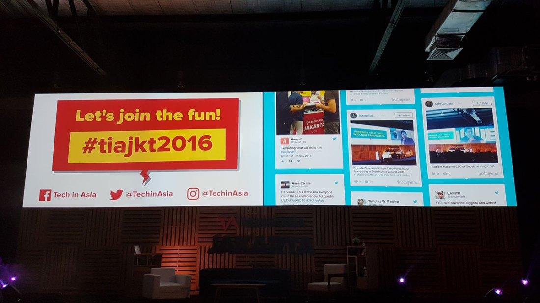 Teknik Informatika UC tampil di big screen Tech In Asia Jakarta 2016 Main Stage