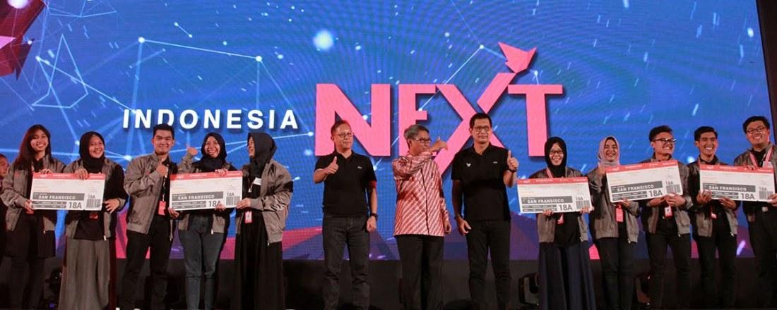 Cosmas Sakristiandio (3 dari kiri) pada saat menerima penghargaan sebagai salah satu The Best IndonesiaNEXT 2017
