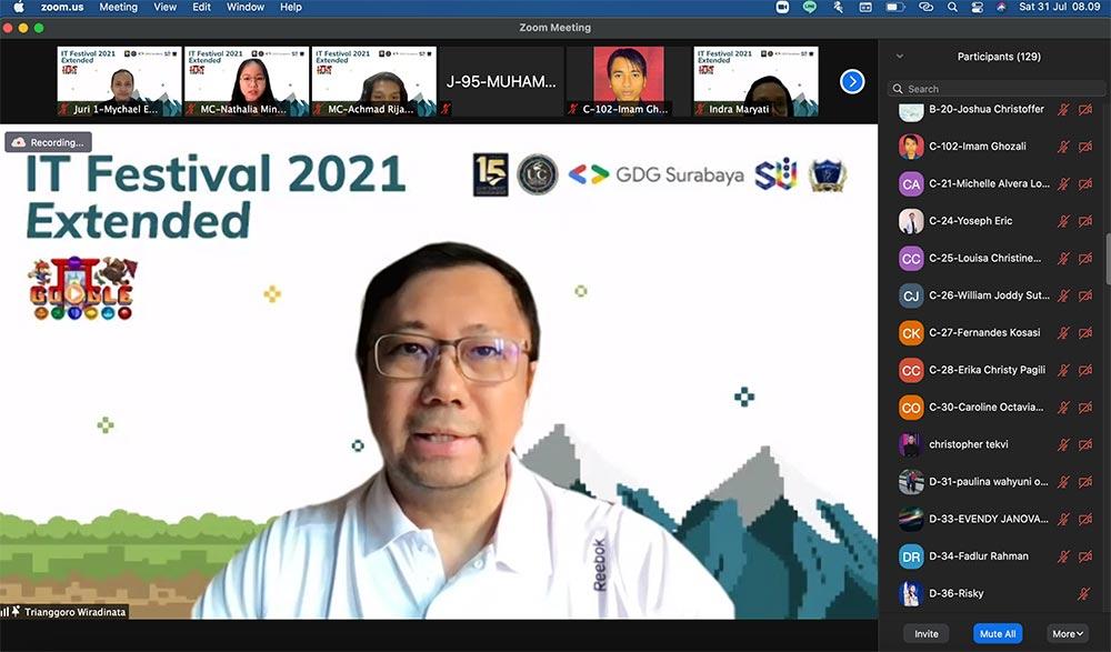 1 - Sambutan Dekan School of IT - Pak Trianggoro Wiradinata