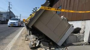 earthquake-japan-dozens-injured.si