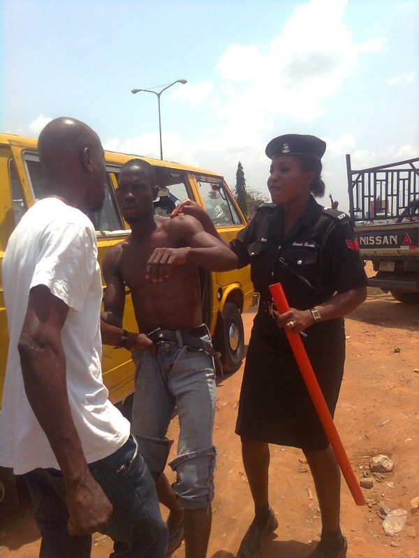 file: bus conductor and agbero fighting over illegal dues collection as police officer tries to quell the fight