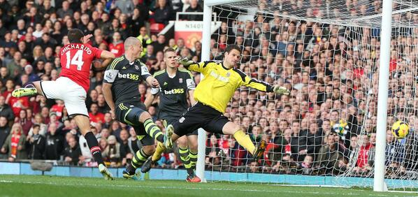 Getty Image: Chicharito Scores a Superb Header in the 80th Minute to Seal Victory for United Against Stokes.