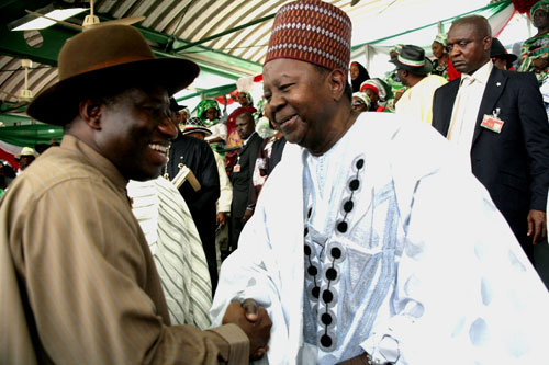 PRSIDENT GOODLUCK JONATHAN AND CHIEF SOLOMON LAR EXCHANGE PLEASANTRIES AT A RALLY IN ABUJA