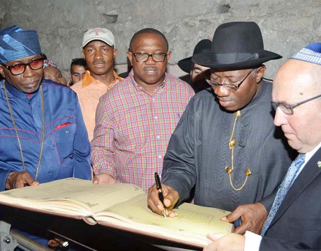 PRESIDENT GOODLUCK JONATHAN (2ND-R), SIGNING THE VISITORS' REGISTER AFTER VISITING THE JERUSALEM OLD CITY LAST FRIDAY. WITH HIM ARE FROM LEFT: CAN PRESIDENT, PASTOR AYO ORITSEJAFOR; EXECUTIVE SECRETARY, NIGERIAN CHRISTIAN PILGRIMS COMMISSION, MR JOHNKENNEDY OPARA AND THE ISRAELI AMBASSADOR TO NIGERIA, AMB. URIEL PARTI.
