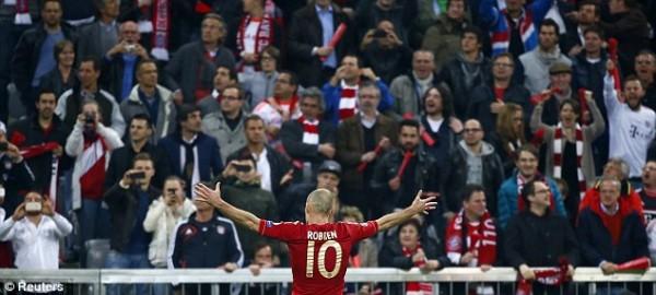 Arjen Robben Celebrate in Front of Bayern Munich Fans.
