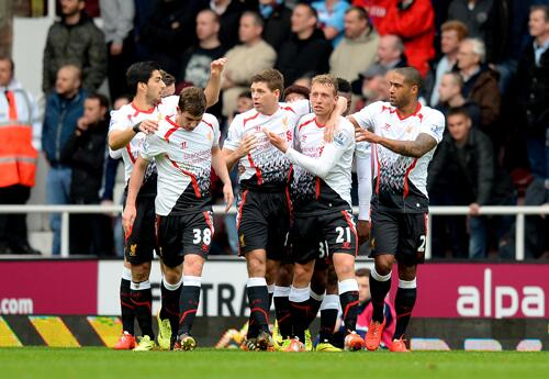 Steven Gerrard Celebrates Goal Against West Ham With Teammates.