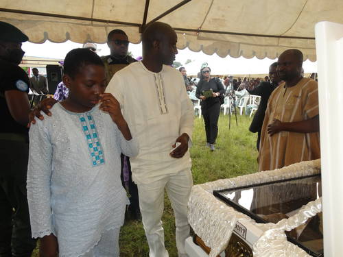 prominent_civil_rights_attorney_bamidele_aturu_buried_02