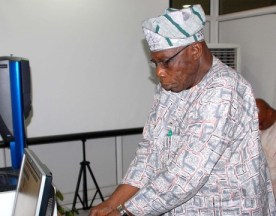FORMER PRESIDENT OLUSEGUN OBASANJO, DOING THE BIOMETRIC CAPTURE FOR HIS DRIVERS LICENCE IN  ABUJA ON FRIDAY (NAN)
