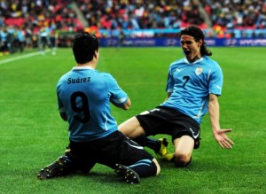Luis-Suarez-L-of-Uruguay-celebrates-with-teammate-Edinson-Cavani