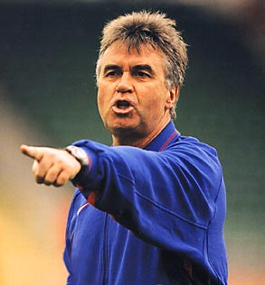 Hiddink Rejected PSG Job Last Month, Signed a New Contract at Anzhi, Then Resigned a Month Later.