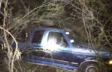 Ebrios abandonan camioneta siniestrada