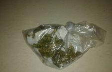 Detienen a menor con dos envoltorios de mariguana