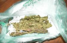Aseguran a menores con  mariguana