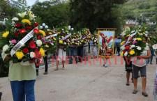 Llevan ofrendas a San Miguel Arcángel
