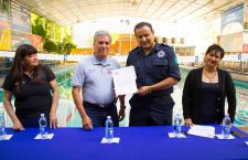 Firma Policía Auxiliar convenio con Escuela de Natación