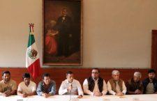 Murat se une a víctimas de Nochixtlán y reclama a Peña Nieto justicia por los 8 caídos y 198 heridos en fallido desalojo