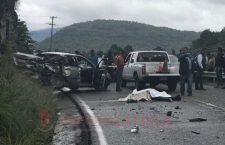Mueren dos personas en accidente en Teposcolula