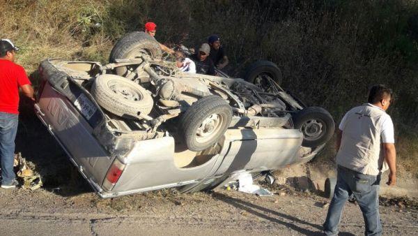 Vuelca en carretera federal de la Mixteca