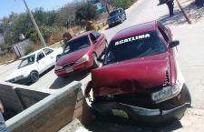 Taxista presuntamente ebrio causa daños a dos vehículos