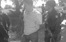 Detienen a dos que pretendían impedir salida de gobernador de Oaxaca del Congreso estatal; uno era de la 22