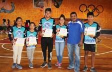 Triunfan atletas mixtecos en Espartaqueada Nacional Antorchista