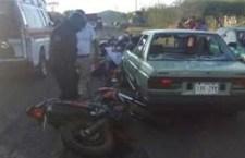Lesionada en choque de moto y vehículo