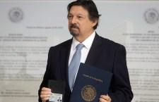 CIUDAD DE MÉXICO, 27AGOSTO2018.- El líder del sindicato minero Napoleón Gómez Urrutia se registró como senador de la República por Morena, en las instalaciones de la Cámara Alta en Reforma e Insurgentes.   FOTO: SENADO /CUARTOSCURO.COM